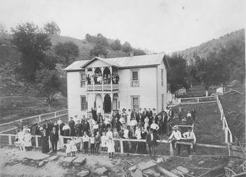 Reunion, Rocky Fork, 1920, West Virginia, Lewis County, Lowell Mick White, Burnt House
